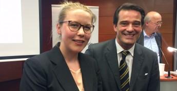 Wedels Bürgermeister-Kandidatin Claudia Wittburg und Vattenfall-Chef Pieter Wasmuth im Dialog
